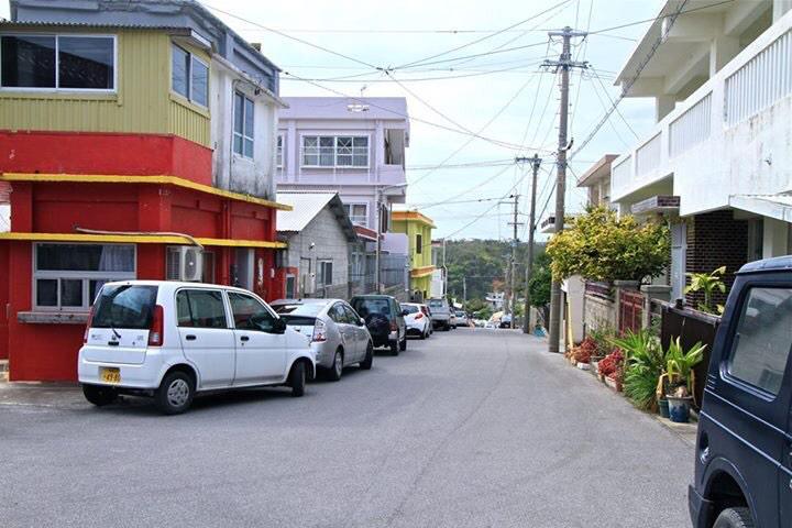 沖縄の左翼活動家による違法駐車3