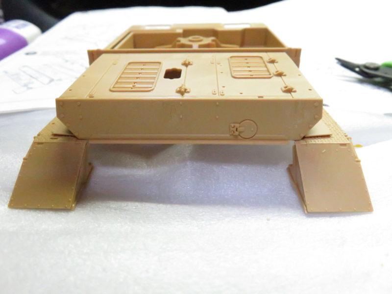 メーベルワーゲン フェンダー・装甲板取り付け