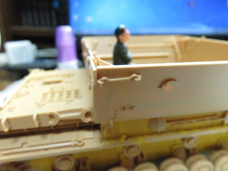 メーベルワーゲン 装甲板のフック取り付け
