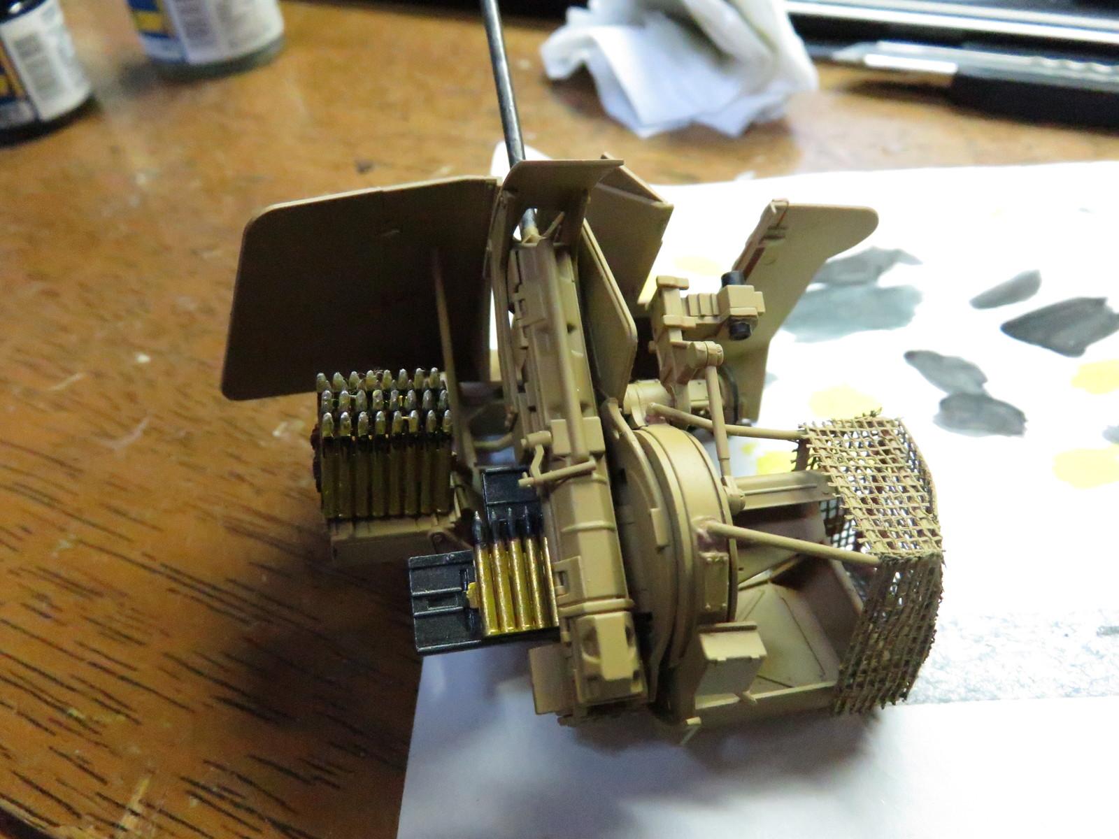 メーベルワーゲン Flak43に砲弾装填