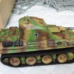アクリル塗料で「5号対空戦車 ケーリアン」の細部を塗り分けます