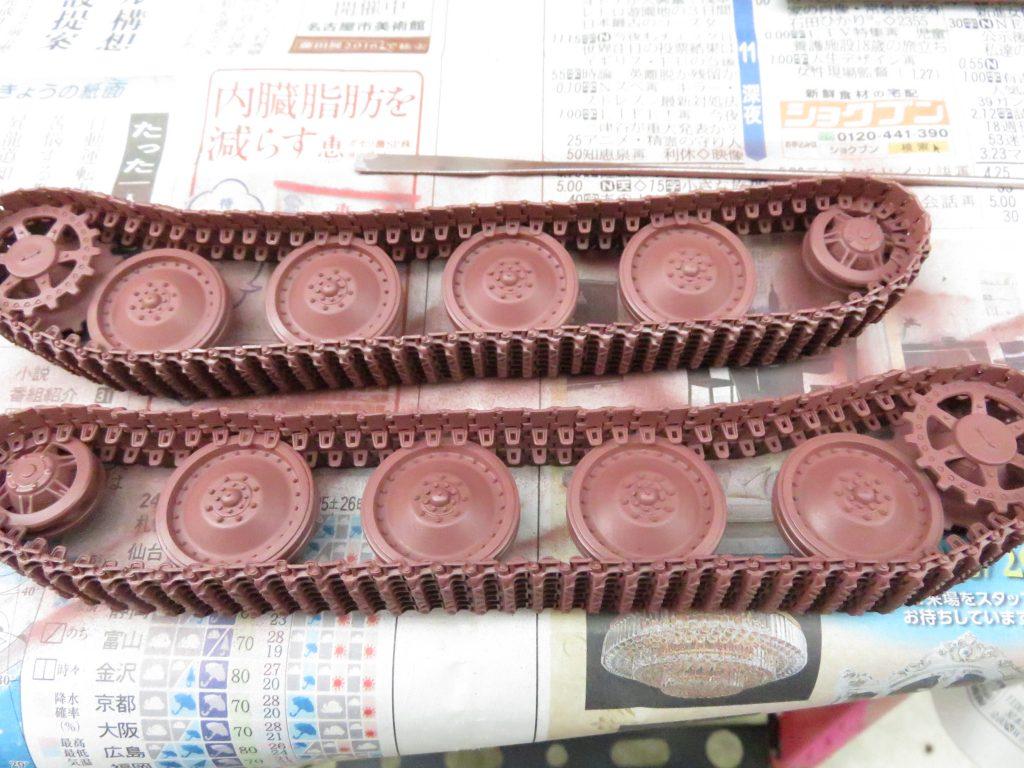 ケーリアン 履帯・転輪のサーフェイサー塗装