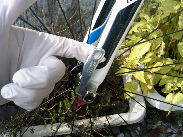 ロードバイク 掃除 タイヤを外す2
