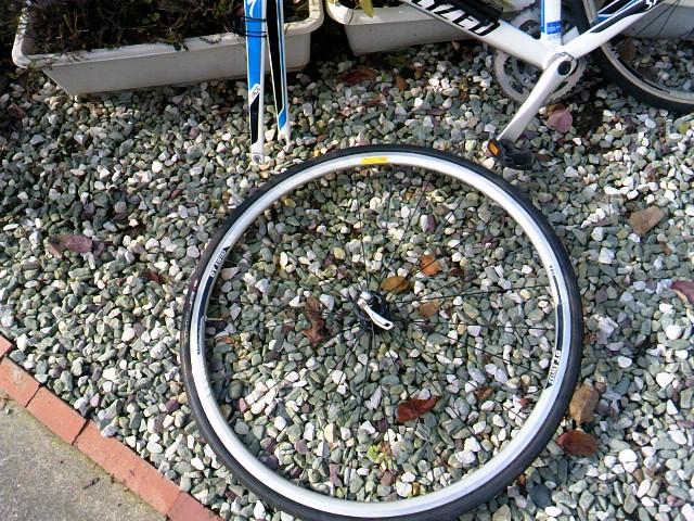 ロードバイク 掃除 タイヤを外す3