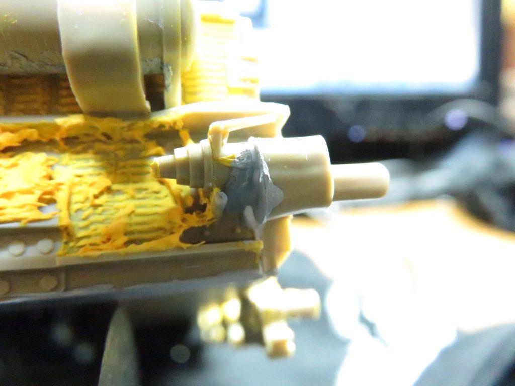 メーベルワーゲン試作型 誘導輪基部の隙間埋め