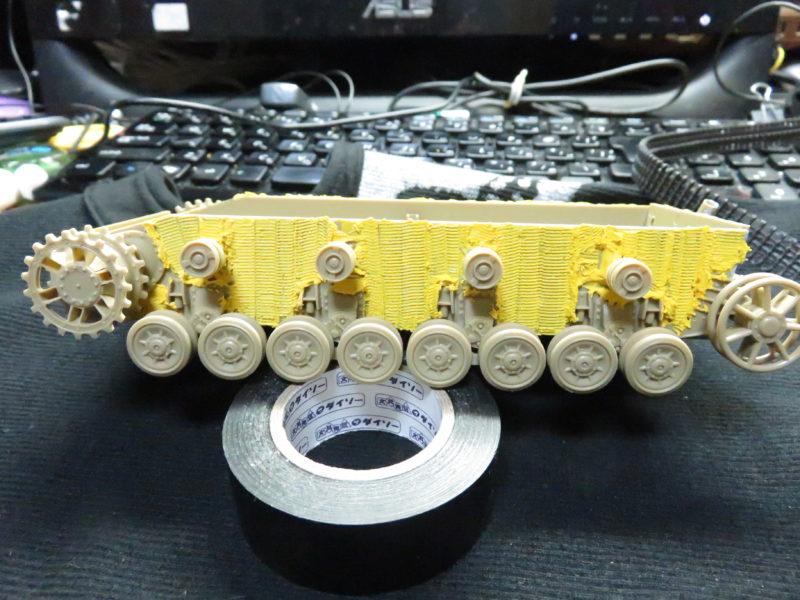 メーベルワーゲン試作型 上部支持輪・走行転輪取り付け