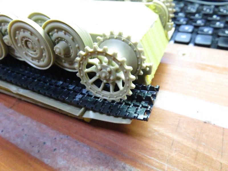 ティーガーI後期型 連結式履帯の取り付け2