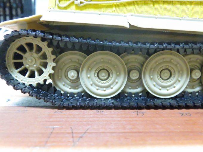 ティーガーI後期型 連結式履帯の取り付け6