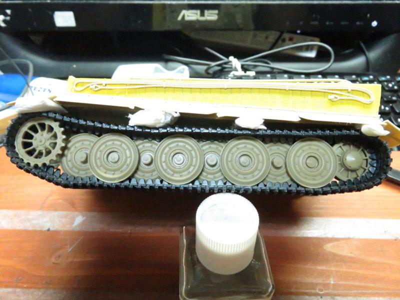 ティーガーI後期型 連結式履帯の取り付け7
