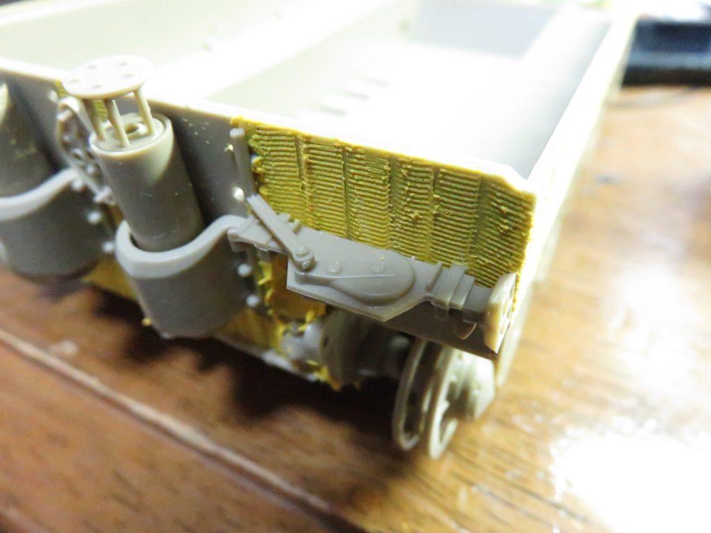 ティーガーI後期型 マフラー周辺のパーツ取り付け2