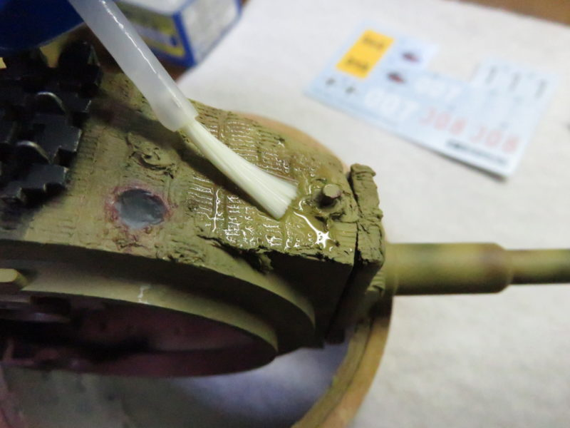 ティーガーI デカール貼り デカールフィットを塗る