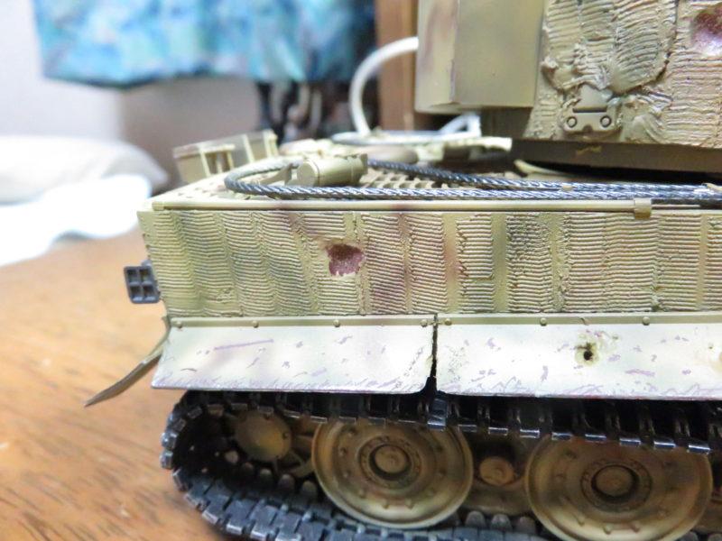 ティーガー1 被弾痕の塗装