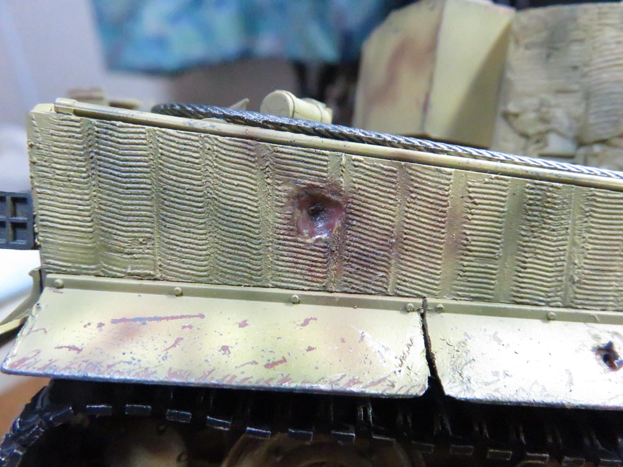 ティーガー1 被弾痕の塗装 車体側面3