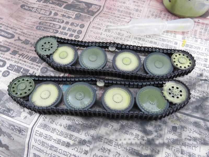 ヘッツァー 転輪のダークグリーン塗装