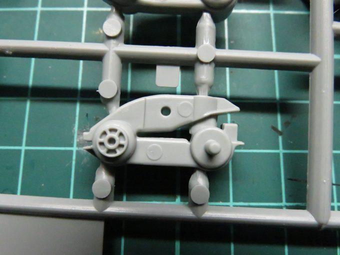 マウス 懸架装置の押し出しピン跡