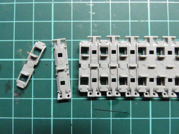 マウス 連結式履帯 組み立て2