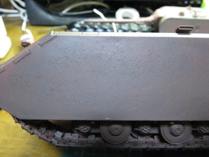 超重戦車マウス サフ塗り後の装甲板の凹凸