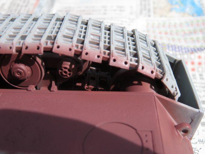 超重戦車マウス サーフェイサー(オキサイドレッド)塗装 転輪の隙間