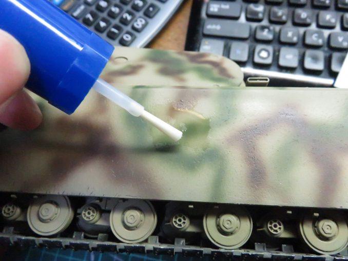 超重戦車マウス 国籍マークのデカール 車体へ貼り付け