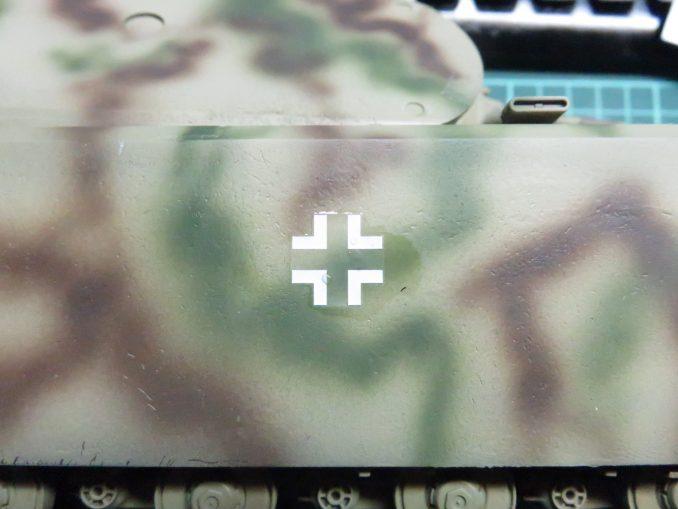 超重戦車マウス 国籍マークのデカール 車体へ貼り付け3