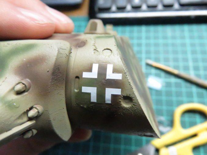 超重戦車マウス 国籍マークのデカール 砲塔前面へ貼り付け