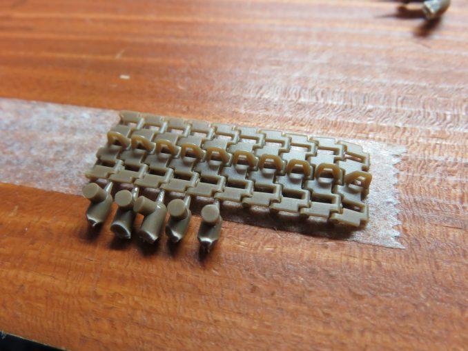 フラックワーゲン 可動式履帯の組み立て