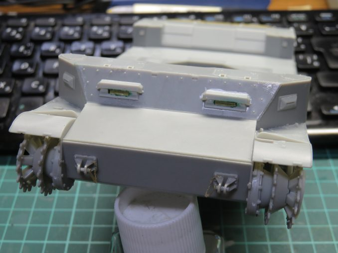 フラックワーゲン 前面装甲板の取り付け