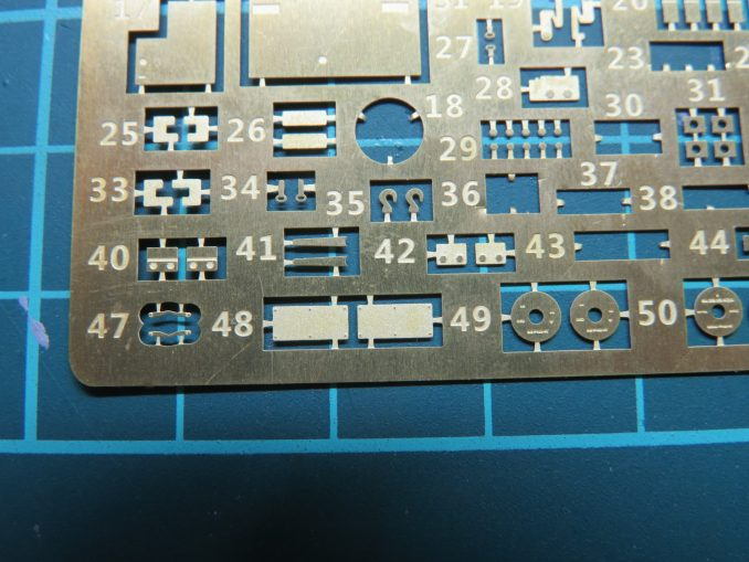 フラックワーゲン Flak41揺架後端のパーツ取り付け エッチングパーツの表記ミス2