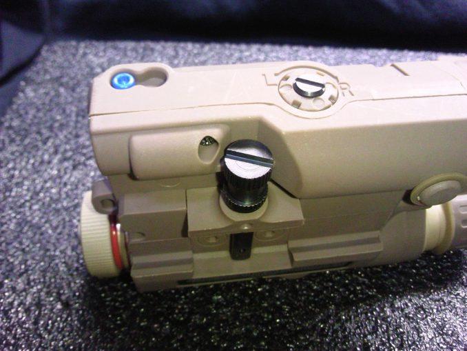 FMA PEQ-15 マウントのネジ
