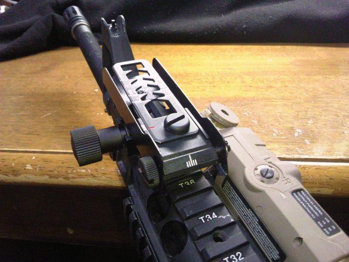 M16A4に装着したリーフサイト