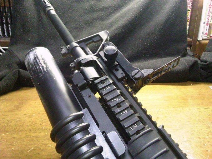 M16A4に装着したリーフサイト4