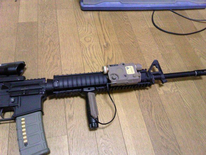 M16A4にPEQ-15を装着 フロント拡大