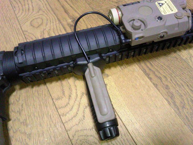 M16A4にPEQ-15を装着 スイッチの位置