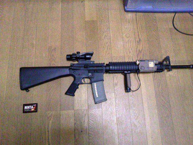 M16A4にPEQ-15を装着