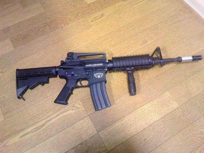 M4A1 バーティカルフォアグリップ装着
