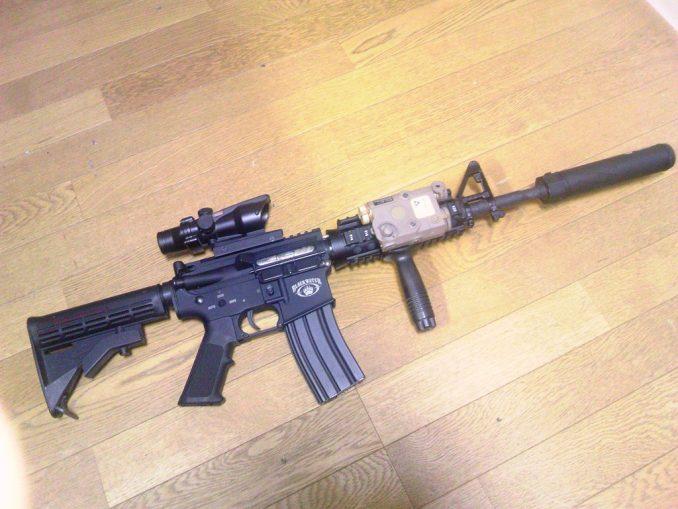 M4A1 PEQ-15装着2