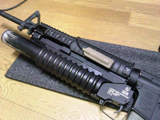 M16A4にPEQ-15とM203を装着 スイッチの位置