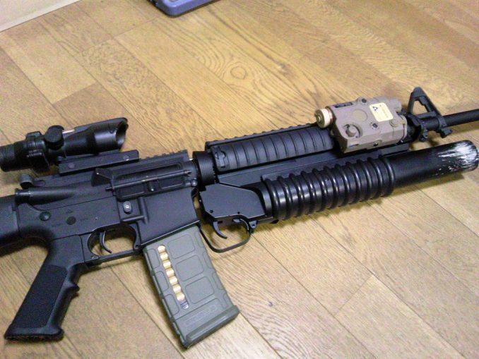 M16A4にPEQ-15とM203を装着