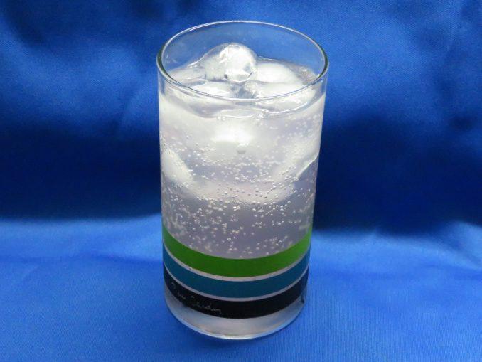 ペプシ ハロウィンコーラ グラスに注ぐ