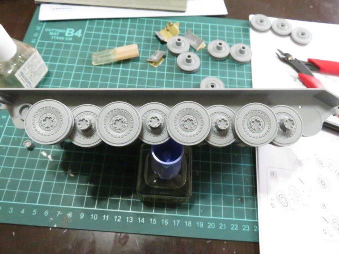 E-100対空戦車 転輪の仮組み状態