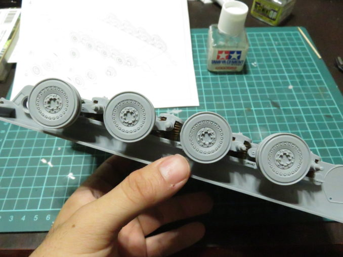 E-100対空戦車 転輪の仮組み