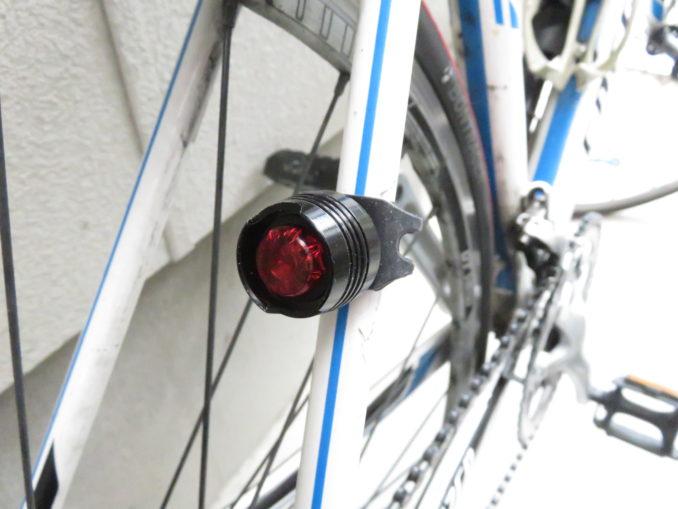 TaoTronics USB充電式ライト(TT-HP007) テールライトの取り付け手順
