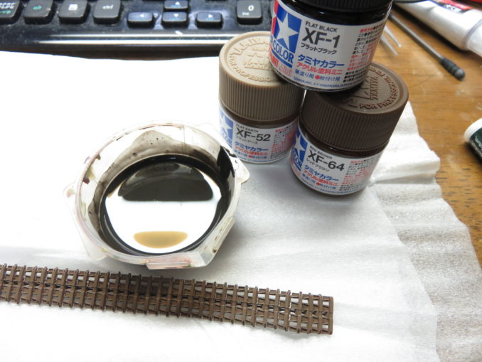 フラックワーゲン 履帯の塗装 筆塗り