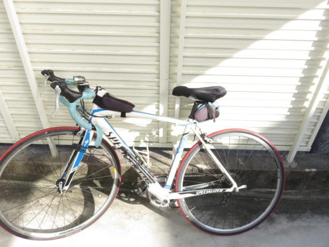 ロードバイクにサドルカバーを装着する4
