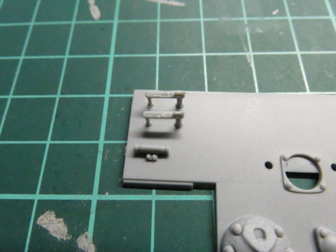 E-100対空戦車 リアパネルの組み立て OVM取付具や車間表示灯の取り付け
