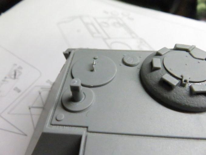 E-100対空戦車 砲塔上面のパーツ取り付け2