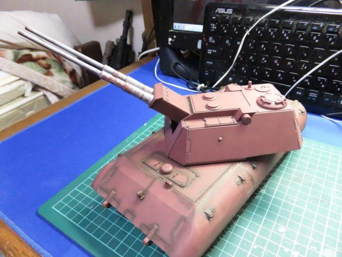 なんとか組み立てが終わったE-100 対空戦車