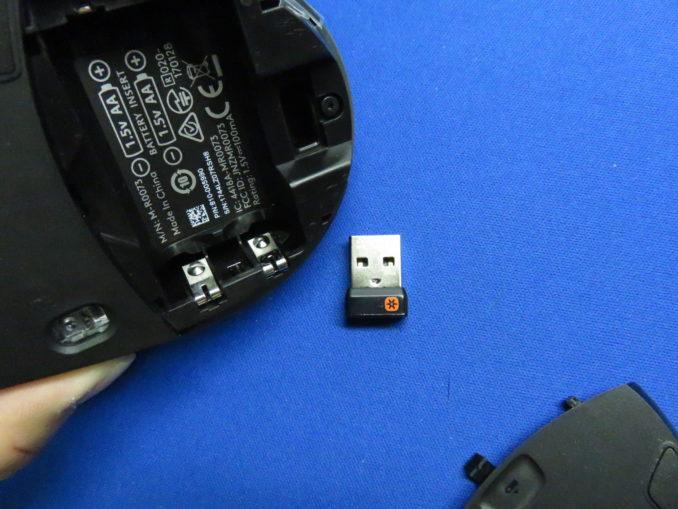 ロジクール マラソンマウス M705m セットアップ レシーバーをUSBポートに挿入する
