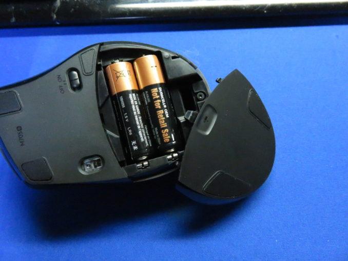 ロジクール マラソンマウス M705m セットアップ 電池を入れる2