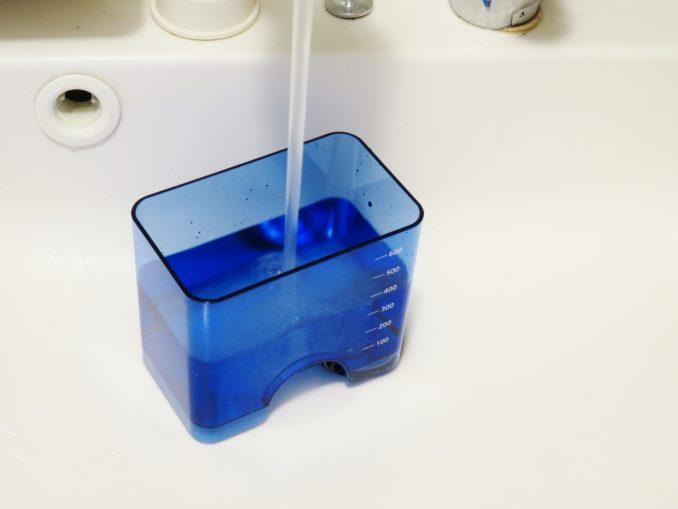 Panasonic 口腔洗浄機 ジェットウォッシャー ドルツ EW-DJ61-W タンクに水を注ぐ